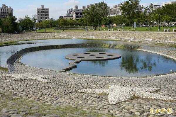 新都生態公園引八寶圳河水灌溉,生態豐富、造型美麗。(記者蔡淑媛攝)