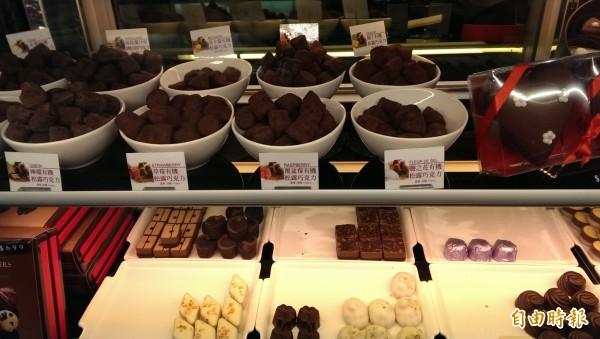 明年市售黑巧克力、牛奶巧克力,若總可可固形物未超過35%、25%以上,不得稱為巧克力。示意圖與新聞無關。(資料照,記者吳亮儀攝)