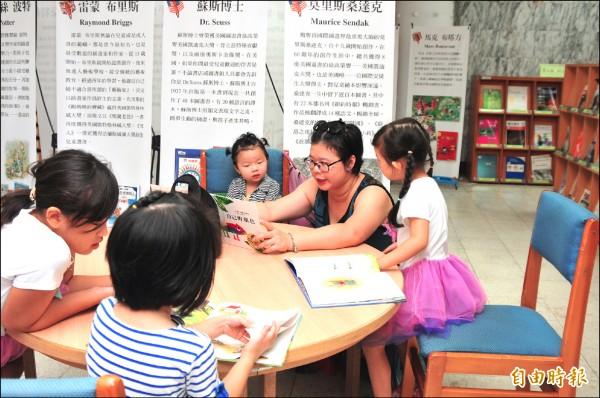 花蓮一整年舉辦2000多場次閱讀推廣活動,希望從下一代開始培養閱讀習慣。(記者花孟璟攝)