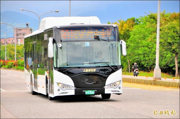 全台第一個台灣好行路線以低底盤公車行駛,太魯閣客運綠能巴士將在明年元旦上路。(記者花孟璟攝)