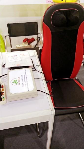 「聲控智慧保健按摩椅」,讓使用者可與按摩椅「溝通」,並可控制其功能。(記者林孟婷翻攝)