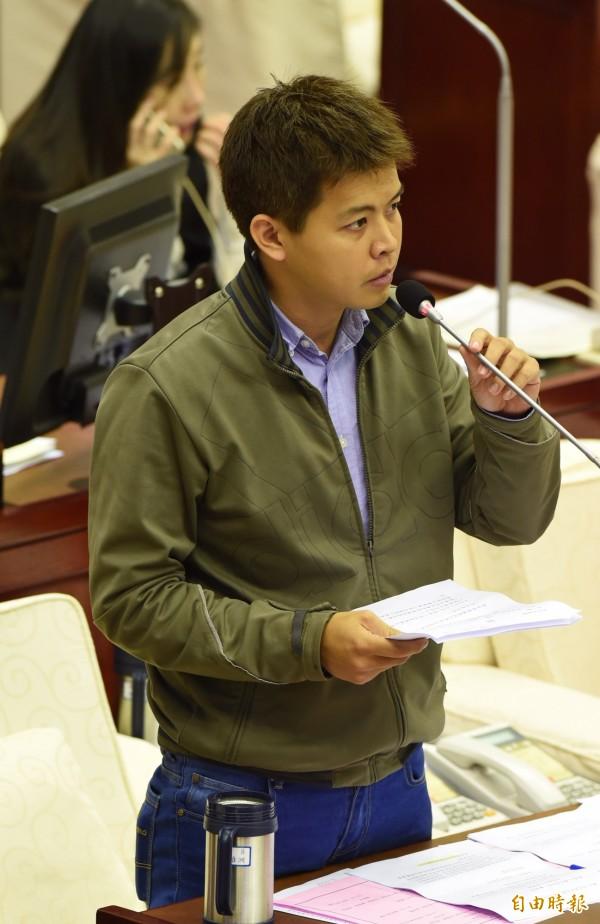 台北市議員謝維洲傳出沉迷運彩,欠款達千萬,不過他昨天在臉書上否認。(記者簡榮豐攝)