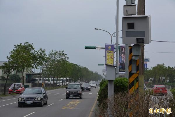 宜蘭市中山路一段560號前的測速桿,今年至11月已取締6173件,是取締排行榜的第一名。(記者游明金攝)