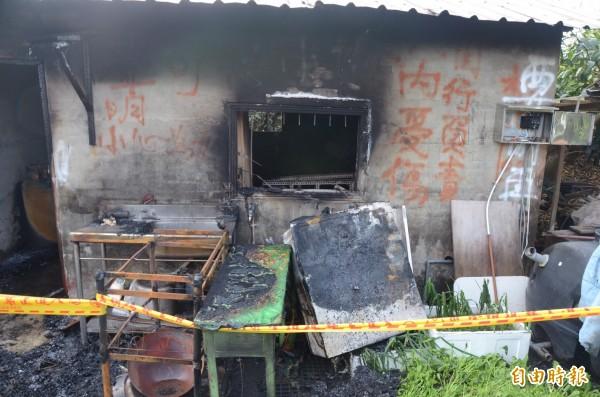 工寮燒毀嚴重。(記者楊金城攝)