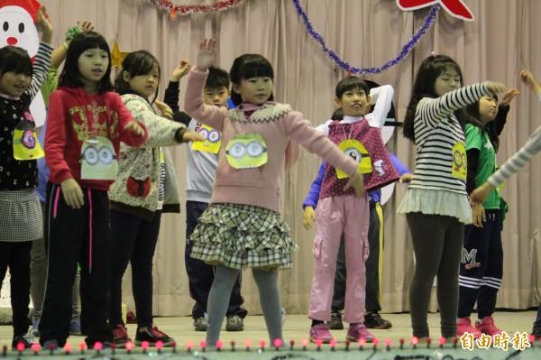2月1日起,新竹縣國中、小學生原本免費的營養午餐和教科書,除了弱勢學生,其他孩子都要改由父母全額負擔。(資料照,記者黃美珠攝)