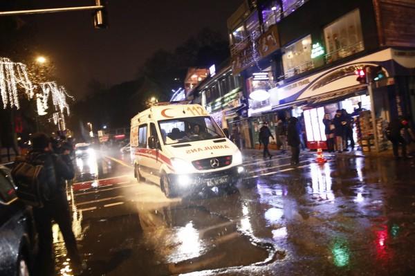 據現場目擊者指出,槍擊發生當時,有數百位民眾在夜店裡。(美聯社)