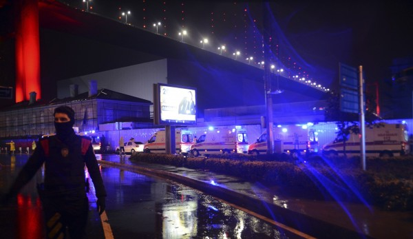 一間位於伊斯坦堡的夜店於跨年夜遭到2名持槍歹徒開槍攻擊,造成現場至少35人死亡與40多人受傷。(美聯社)