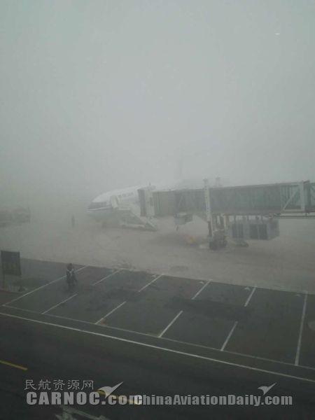天津機場受到霧霾影響,航班無法正常起降。(圖擷取自民航資源網)