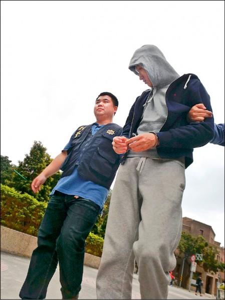 20歲大學生陳廷諺擔任詐騙集團的幹部,被警方送辦。(記者王冠仁翻攝)