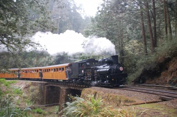 林務局澄清,阿里山森林鐵路並沒有要結束營運。(林務局提供)
