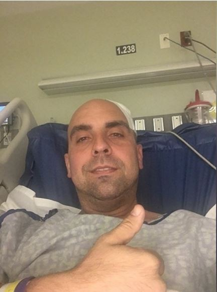 美國民主黨德克薩斯州眾議員馬丁尼茲(Armando Martinez),在跨年時被流彈穿過頭骨,這顆子彈疑似是狂歡民眾對空鳴槍所射出。(圖擷自《KGBT》電視台)