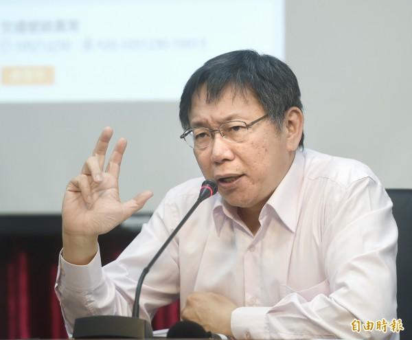 台北市長柯文哲3日出席「Input計畫~單一陳情系統記者會」,並試用系統。(記者方賓照攝)