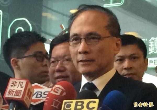 行政院長林全表示,趁一例一休違法漲價,法律有一定的罰則。(記者李容萍攝)