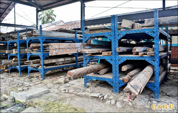 九二一地震受損收集的廢料,將做為修復使用。(記者陳建志攝)