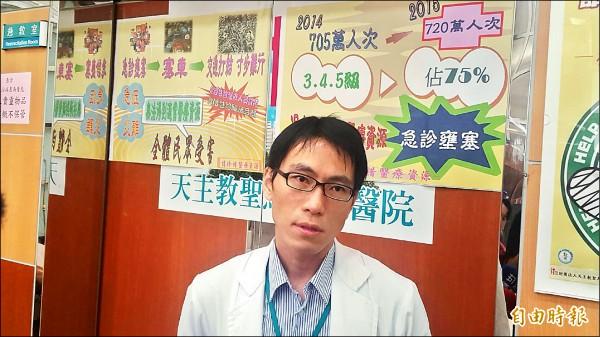 聖馬急診室主任醫師陳鴻文說,去年春節期間流感大爆發,急診就醫人數爆增,今年疫情沒有去年嚴重。 (記者丁偉杰攝)