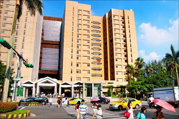 受一例一休上路影響,醫院龍頭之一的台大醫院昨天宣布,四月起,將減少週六門診數量。(資料照)