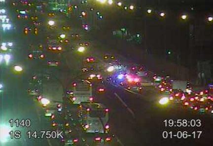 國道1號北上14.5公里處晚間7點左右傳出火燒車意外,造成車輛回堵長達2公里。(圖擷取自高速公路即時路況)