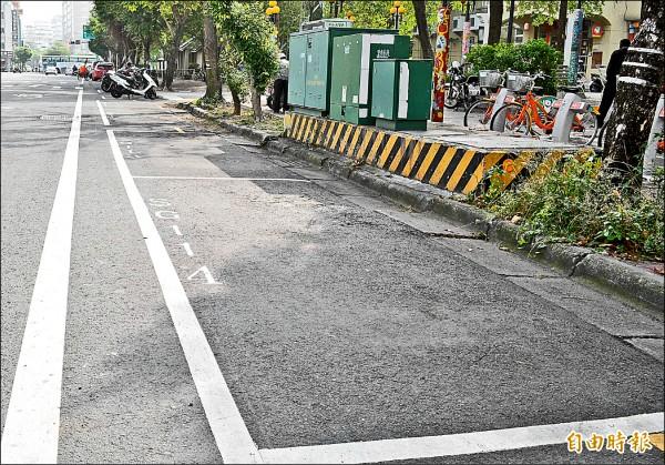 彰化市路邊停車收費實施以來,停車格空位大增。(記者湯世名攝)