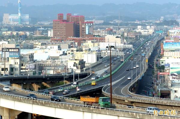 地方人士直言,國道十號延伸案只到美濃,對舒緩交通沒幫助。(資料照/記者張忠義攝)