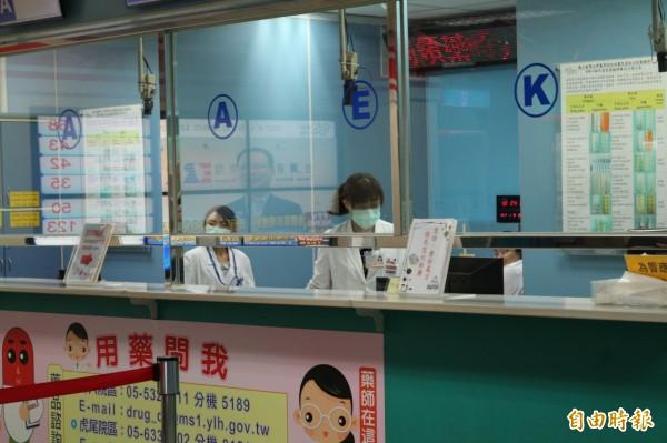 一例一休執行後,許多醫療院所都宣布要縮減假日門診,台大雲林分院本來就沒有週六、日門診,一年加班費將增加800萬元。(資料照,記者詹士弘攝)