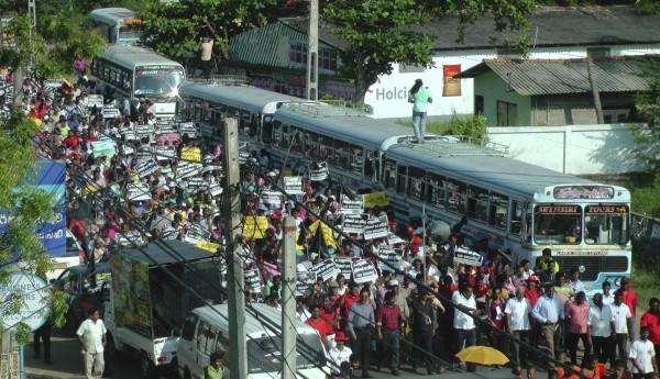 斯里蘭卡政府將港口租借給中資99年,引發民眾抗議。(美聯社)