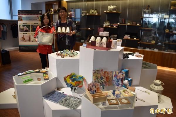 樹德科大橫山創意開發公司在校園開設「59號咖啡文創館」,作為師生創意創業平台。(記者蘇福男攝)