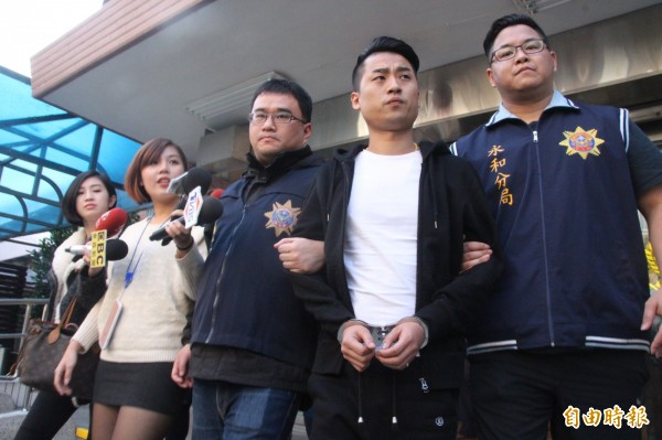 主嫌陳子俊(右2)。(記者陳薏云攝)