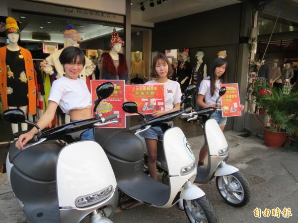天津路年貨大街將送出3輛電動機車。(記者張菁雅攝)