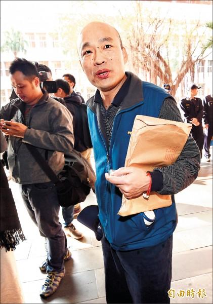 台北地檢署查緝「菜蟲」囤積商品、哄抬物價一案,昨日下午約談上次未到的台北農產運銷公司總經理韓國瑜。 (記者羅沛德攝)