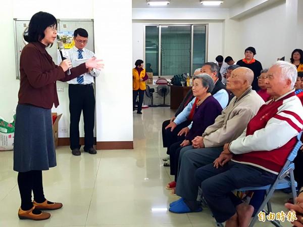 羅東博愛醫院在五結鄉中里村成立第10個社區關懷據點,首度提供藥師諮詢服務。(記者簡惠茹攝)