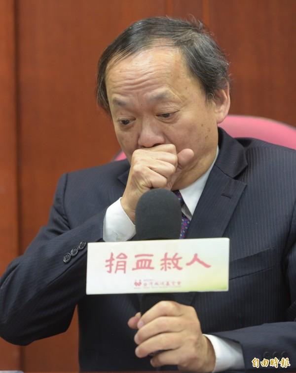 針對媒體報導台灣血液基金會為國民黨黨產,董事長葉金川12日宣布請辭,並表示壓力來自行政院。(記者張嘉明攝)