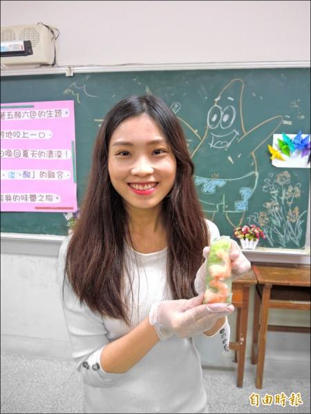 阮秋姮教越南語和文化,很受學生歡迎。(記者翁聿煌攝)