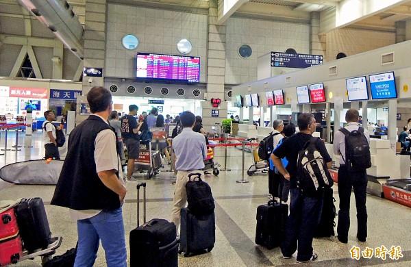 高雄機場春節加開班機,以澎湖馬公、七美班次最多。(記者黃旭磊攝)