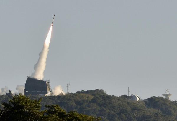「SS-520」4號機搭載了超小型衛星「TRICOM1」,今日早上8時33分,在JAXA位於鹿兒島縣肝付町的內之浦宇宙空間觀測所發射,但最後宣告失敗。(路透)