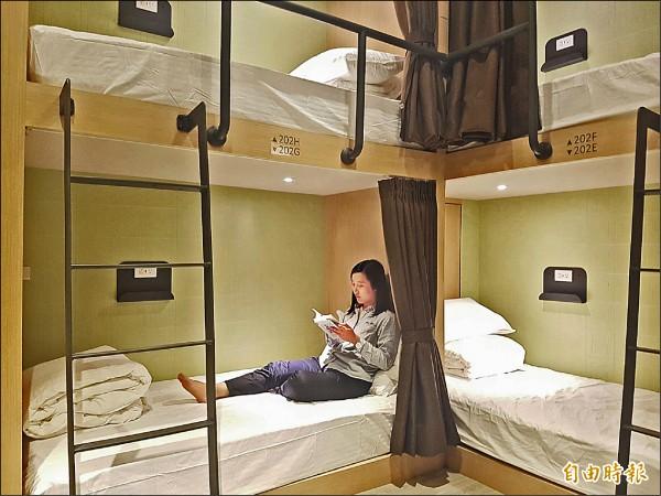 行口文旅二、三樓提供住宿,具備背包客房、雙人房與家庭房等等。(記者簡惠茹攝)