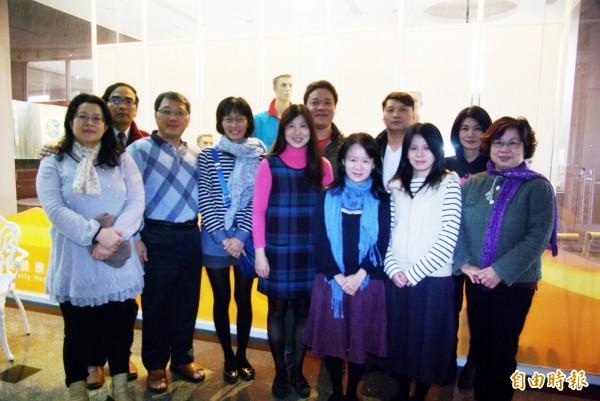 康寧大學數位應用學系碩士班有多對家人同學檔。(記者劉婉君攝)