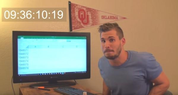 網友「Hunter Hobbs」用按方向鍵的方式,找尋「EXCEL」最終的行數。(圖取自YouTube)