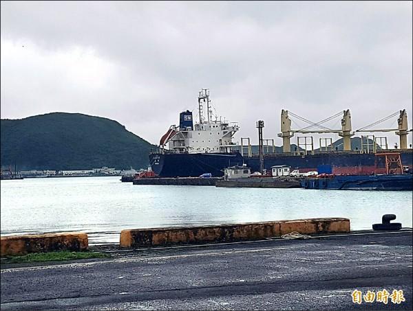 龍德造船工業股份有限公司向台灣港務公司基隆分公司,承租蘇澳港公務船渠北側約6.1公頃土地興建造船廠。(記者簡惠茹攝)