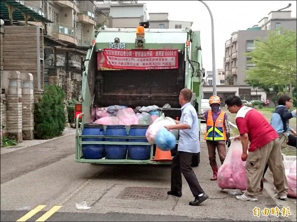 春節垃圾收運,除夕將提早收運,大年初一至初三暫停收運。(記者洪瑞琴攝)