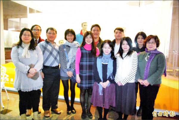 康寧大學數位應用學系碩士班有多對家人檔同學。(記者劉婉君攝)