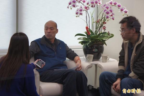 前北農總經理韓國瑜今在廣播節目受訪時,被問到與段、梁間的恩怨,他表示,從未見過兩人,卻被追著打,「不曉得動機為何」。(記者黃建豪攝)