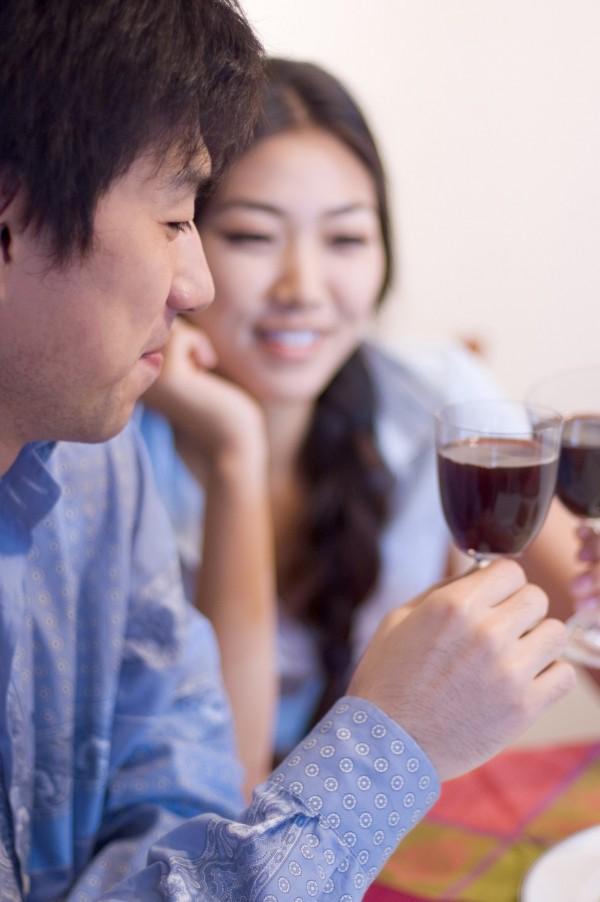 中國租男友服務讓女性過年可以帶出租男友回家應付長輩。(情境照)