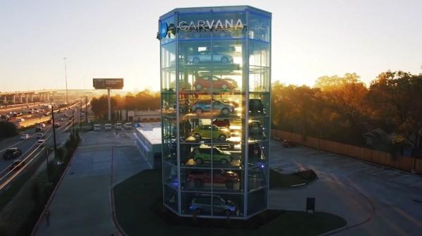 Carvana打造汽車自動販賣機,購車過程只有13分鐘。(圖擷自YouTube)