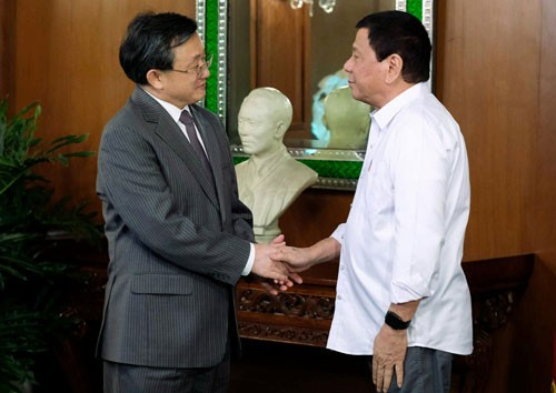 中國外交部今表示,菲律賓總統杜特蒂將於5月,再度出訪中國出席「一帶一路」國際合作高峰論壇,但菲國外交部官員,對此卻一問三不知。(圖擷取自中國外交部)