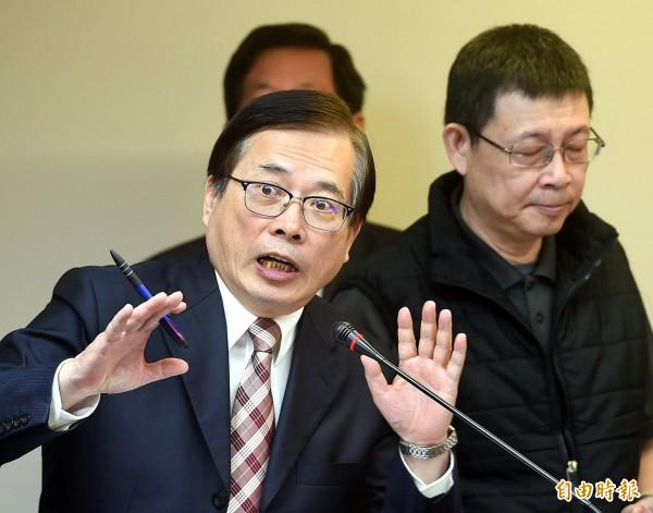 媒體爆傳林全內閣春節改組黑名單。圖為勞動部長郭芳煜(左)。(資料照,記者方賓照攝)