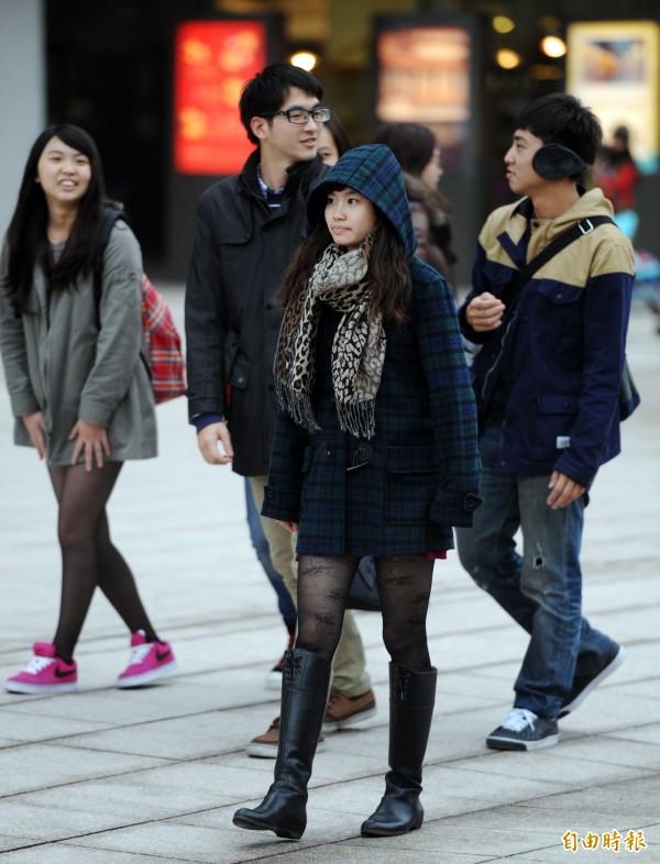 今天(20日)適逢24節氣中的大寒,中央氣象局指出,各地逐漸降溫,北台灣夜晚低溫將下探11、12度。(資料照,記者羅沛德攝)