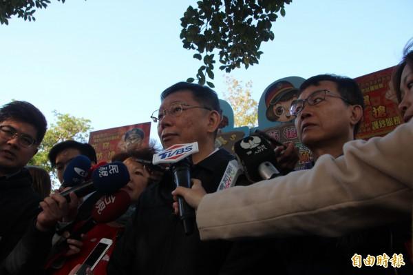 柯文哲則說,選舉比較需要密切討論是明年過完年以後;他認為台灣有時候才一半就要開始討論選舉,整個台灣的政治就是被選舉塞滿了,反而每個政府跟政黨都沒有辦法不受干擾去做事。(記者鍾泓良攝)