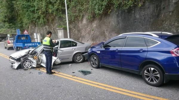 蘇花公路台9線174公里錦文隧道口,今早8時多發生一起4車擦撞車禍,造成3人輕傷送醫。(記者王峻祺翻攝)