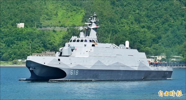 軍方高層官員透露,我國與美方簽訂總價21.5億元軍購案發價書,國造新式艦艇將可比照現役艦艇配備「Link11」、「Link16」戰術資訊傳輸鏈路,將讓海軍新型軍艦具備與美軍太平洋司令部、第七艦隊作戰資訊通聯及即時傳輸能力,有助於台美更加緊密的軍事實質合作。圖為我國造沱江艦。(資料照,記者劉信德攝)