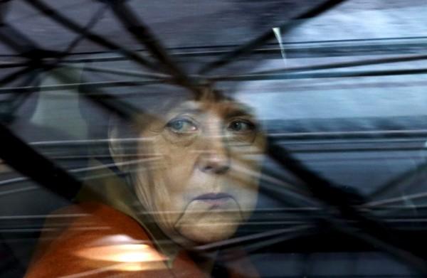德國總理梅克爾(圖)的難民政策飽受爭議,當局為減少境內難民人數,砸下4000萬歐元(約13億台幣),從今年2月開始資助難民回鄉。(路透)